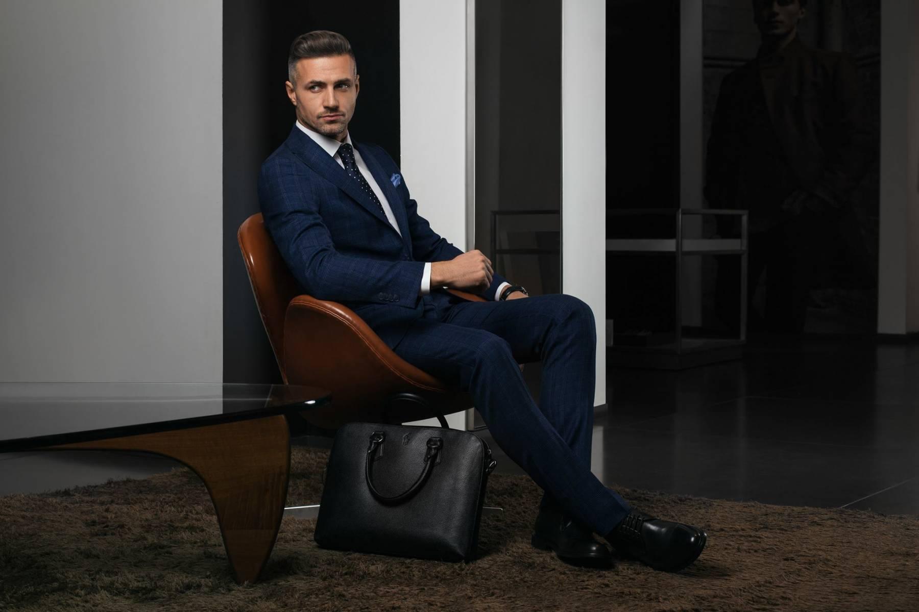 Український бренд класичного чоловічого одягу. В основному компанія  випускає чоловічі костюми 8e26804f5a3cc