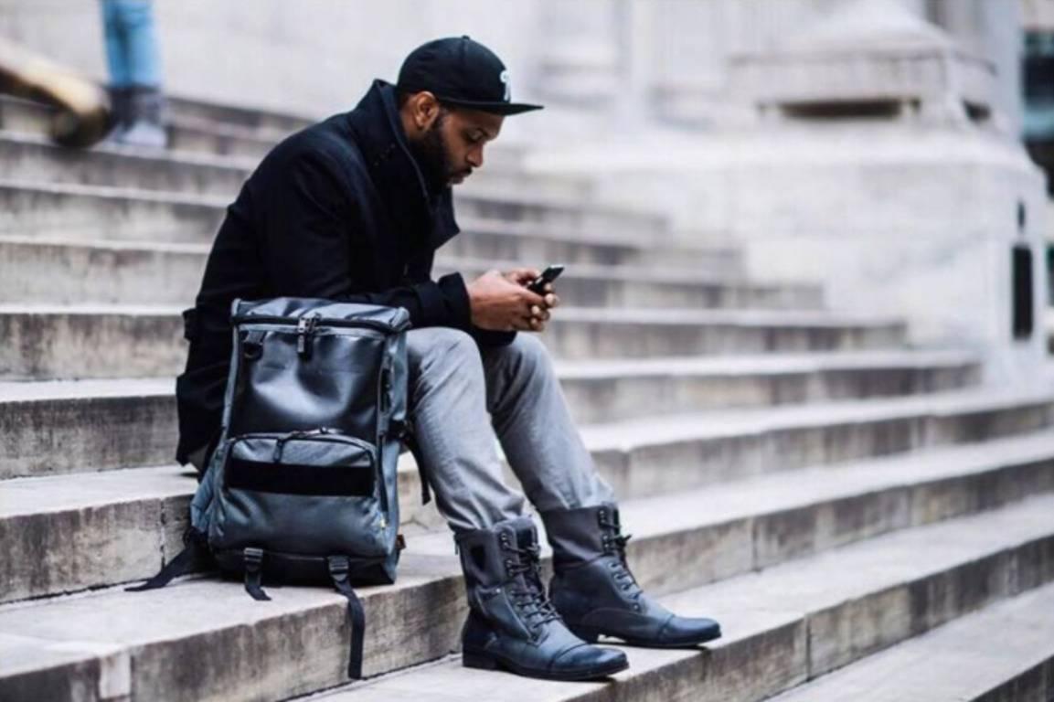 Заснований у 2012 році бренд спеціалізується на виробництві стильних і  практичних сумок і рюкзаків bd0174f3e7ca1