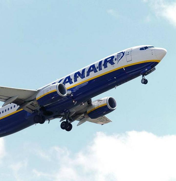 Ryanair_Boeing_737-800_EI-EPB_(19835211941)