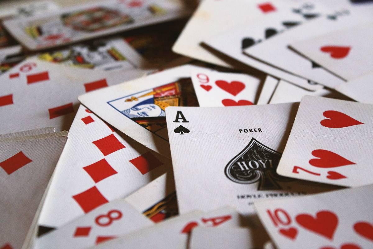 Можно ли играть в карты на работе в обед джой казино ком 2020