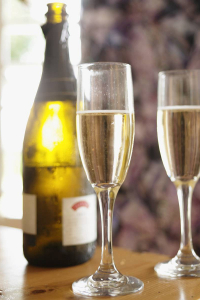 sparkling-wine-taste-test-good-housekeeping