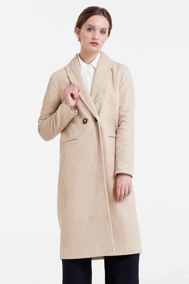 Осіння колекція представлена коричневим пальтом з потайною планкою e6b1e009bae71