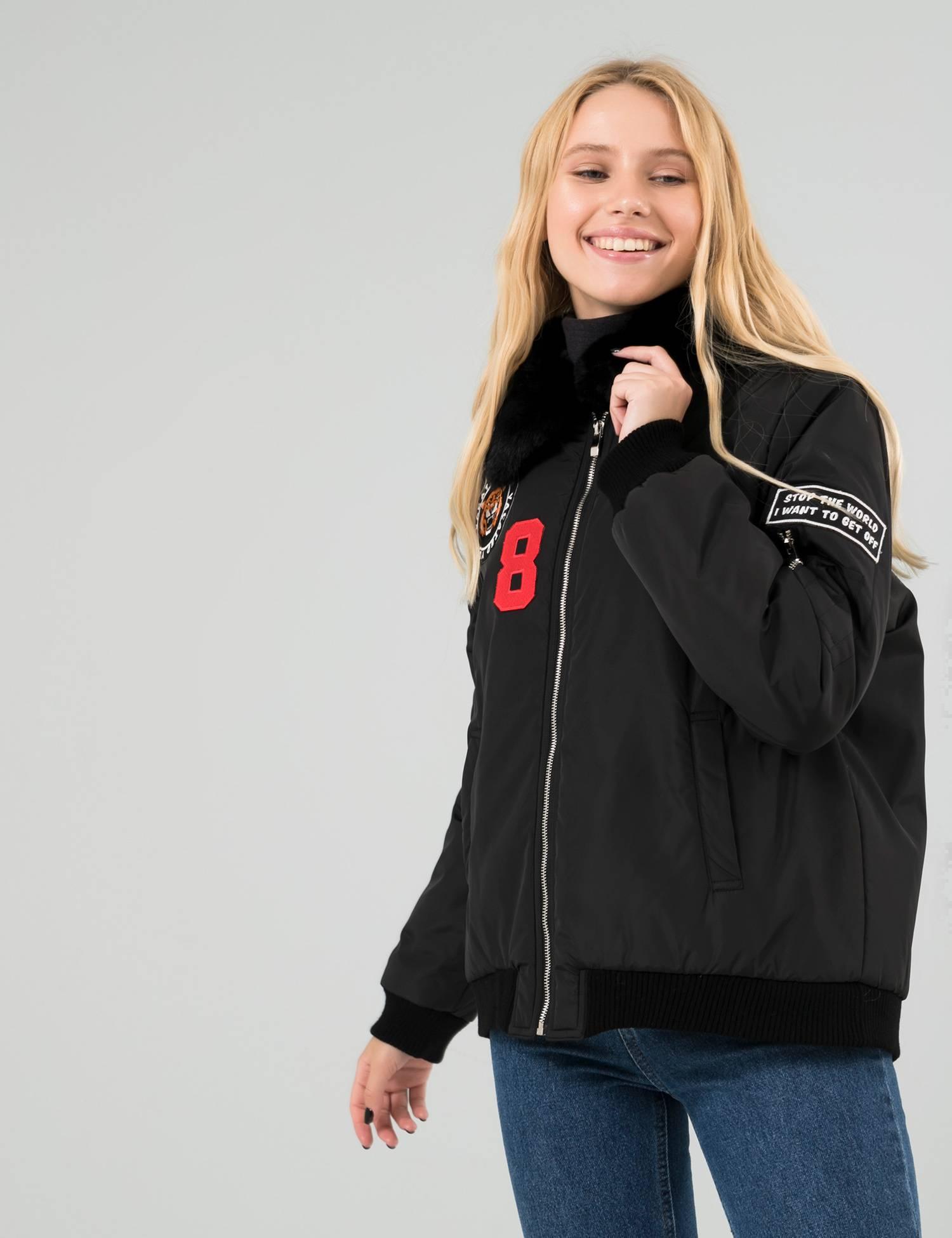 Бренд шиє комфортний та елегантний верхній одяг. В осінній колекції є чорна  коротка куртка з хутряним коміром. 4d4e93e672aae