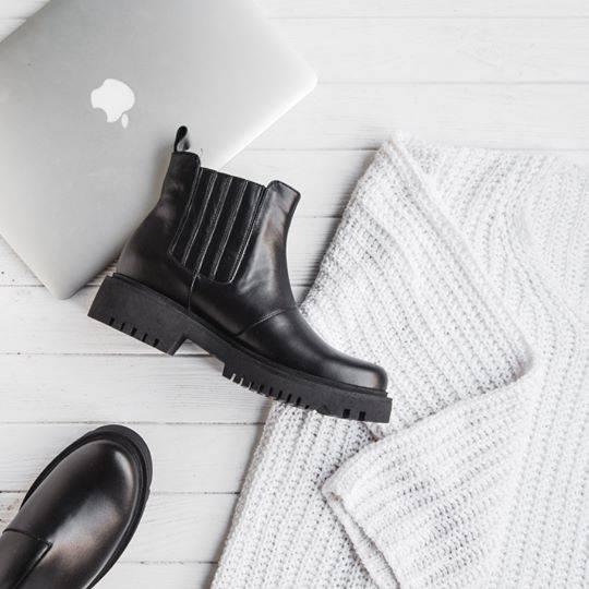 3157011c4b7c4c Зимова колекція взуттєвого бренду складається з челсі, черевиків Day-to-day  і Minimum, а також є броги. Всі моделі взуття утеплені байкою або хутром на  ...