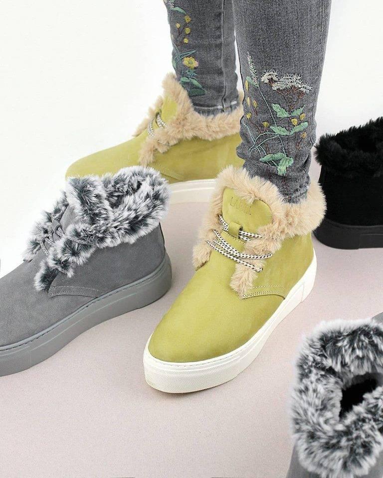 00a920bd602775 Виробник пропонує шкіряні кросівки на хутрі, черевики з накладними хутром,  високі валянки на змійці, сліпони із замші з вовняним утеплювачем і шнурках  і ...
