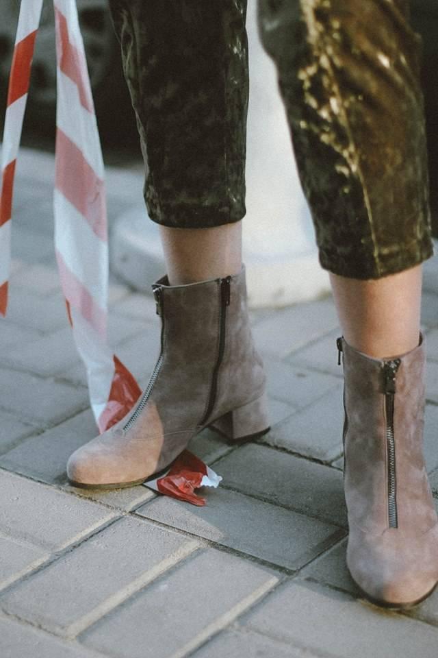 9536204c5b08bd Заснований у 2012 році бренд жіночого взуття пропонує два варіанти зимових  черевик: на підборах і на низькому ходу. Для холодів ідеально підійдуть  моделі з ...