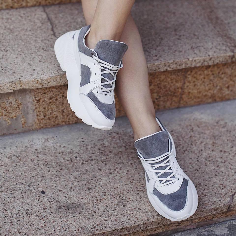 6d7243ef2a692f Харківський бренд створює кожну пару взуття вручну з натуральних  матеріалів. Кросівки шиють зі шкіри та замші. Є масивні моделі на платформі  та комбіновані ...